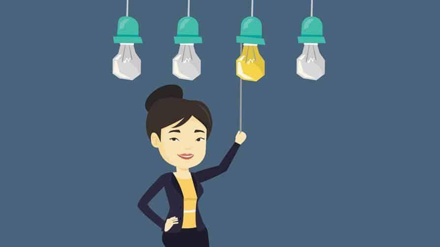 mulher acendendo lâmpada simulando uma ideia