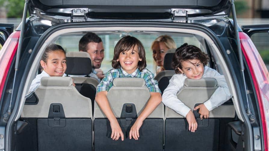 família em um carro
